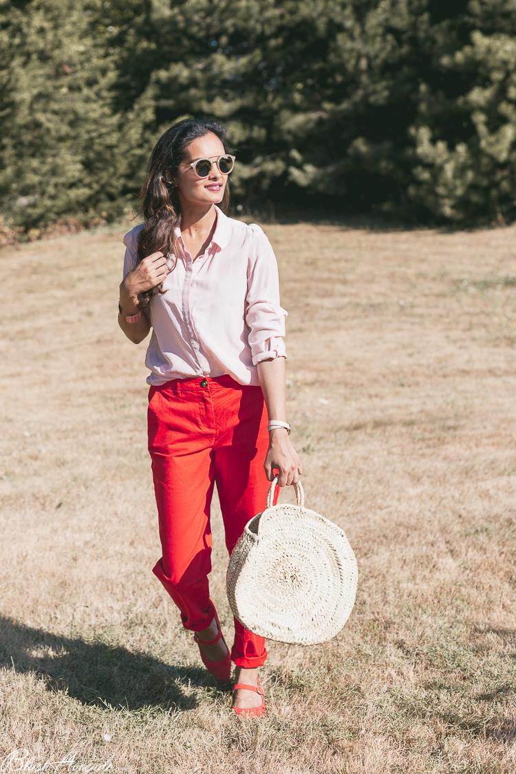 Look : le combo rose pâle et rouge orangé