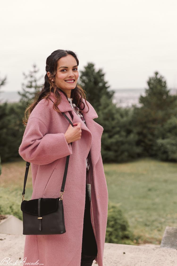Le long manteau vieux rose