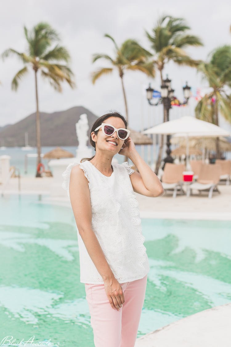 Le jean rose au bord de la piscine