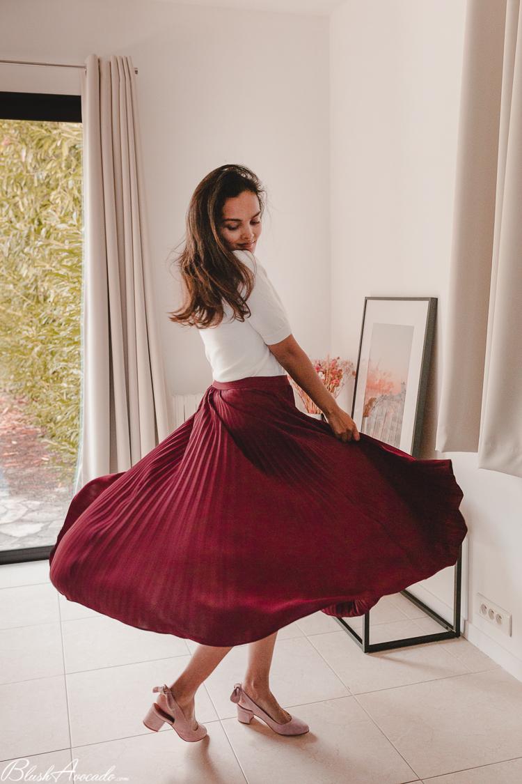 La jupe plissée bordeaux