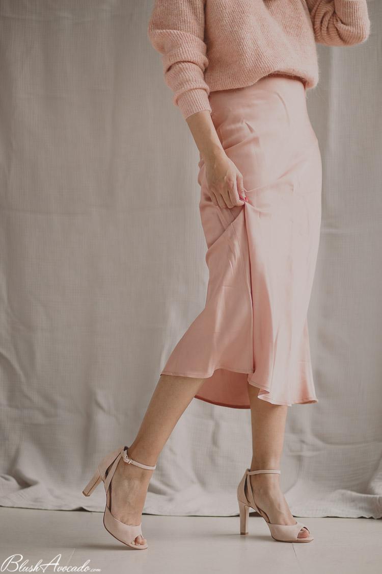 le printemps en rose avec la tendance de la jupe en satin